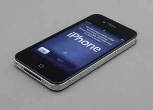 800px-IPhone_4S_unboxing_17-10-11